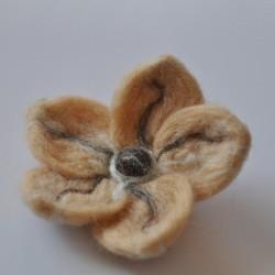Broszka kwiat z filcu...